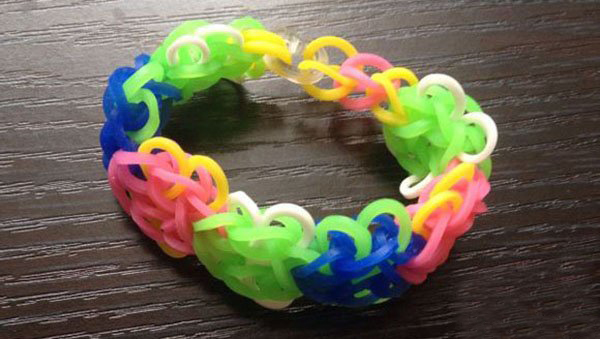 橡皮筋创意手工编织漂亮的彩虹手链