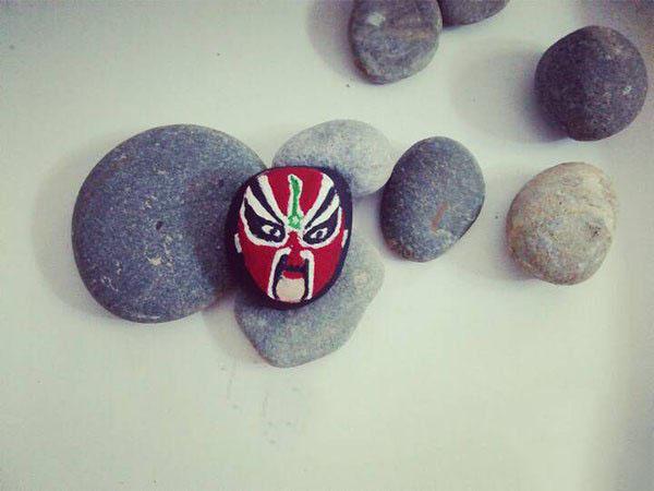 创意手工diy会变脸的小石头图片