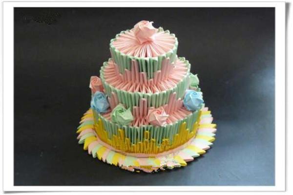 漂亮的折纸手工角插体现蛋糕创意美