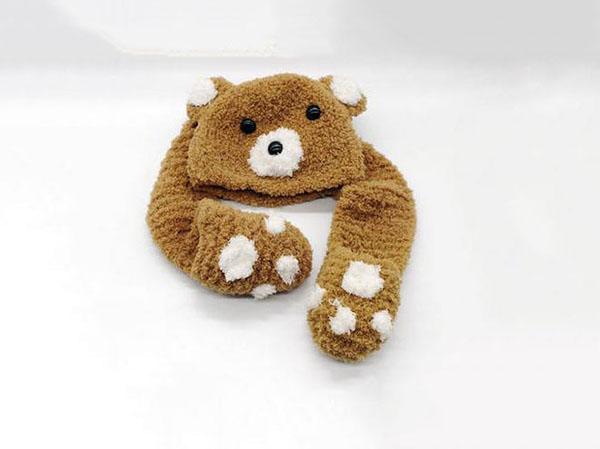 看这款手工DIY拥抱呆萌可爱的小熊温暖帽子,两只粗壮的手臂围在你的脖子上。毛茸茸的是非常温暖的,这就是这款手工DIY拥抱呆萌可爱的小熊温暖帽子给宝宝们的温暖,喜欢这款手工DIY拥抱呆萌可爱的小熊温暖帽子的朋友们,快来吧这款手工DIY拥抱呆萌可爱的小熊温暖帽子带回家,给宝宝温暖吧。
