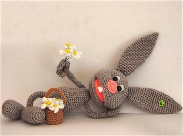 热爱各种手工也算是悦人悦己的好习惯。创意可以点亮生活,在这一平平凡凡的生活中最它不仅使你们每位美眉创造平淡生活,还使我们的世界眼前一亮。热情期待有爱的达人聚焦在这里共同交流你们的小灵感!这里小编要给大家分享一款手工钩针DIY制作的漂亮小动物和洋娃娃,喜欢DIY创意漂亮小动物和洋娃娃的MM们别错过哦!马上就来浏览DIY带给每个人的美丽吧。