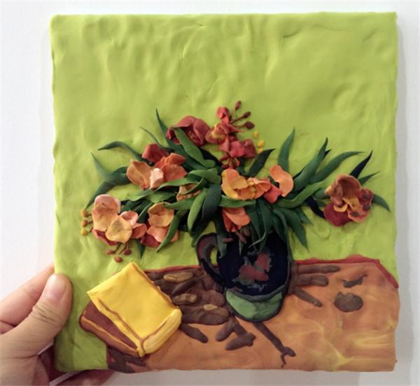 粘土画不仅制作简单,也很实用呢,放置在墙上,桌上都是可以的哦.